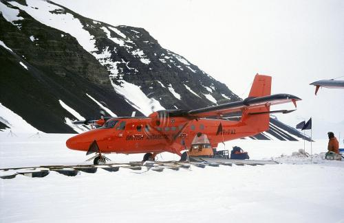 Twin-Otter-refueling